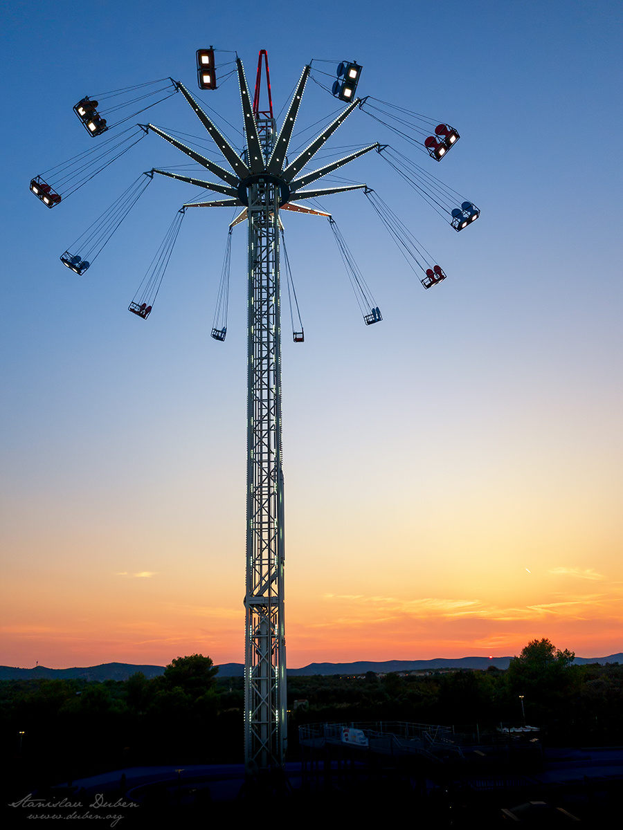 <i>Swing ride</i><span>architektura, focení mobilem</span>